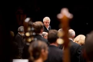 Dan Ettinger dirigiert die Stuttgarter Philharmoniker in der Liederhalle am 04.10.0214 in Stuttgart. Foto: Thomas Niedermueller / niedermueller.de