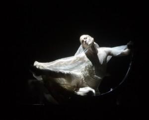 Salome Chr: Demis Volpi Tänzer/dancers: Alicia Amatriain (Der Mond) (C) Stuttgarter Ballett